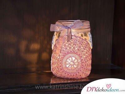 Marmeladenglas wiederverwenden - DIY Bastelideen mit Spitze - Dekoration selber machen