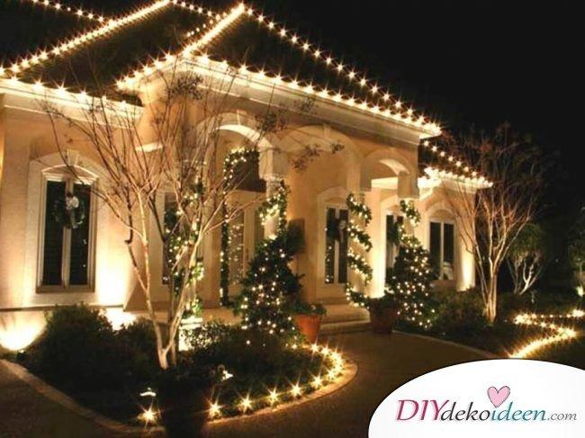 Weihnachtsdeko Ideen mit Lichterketten-Haus von außen dekorieren