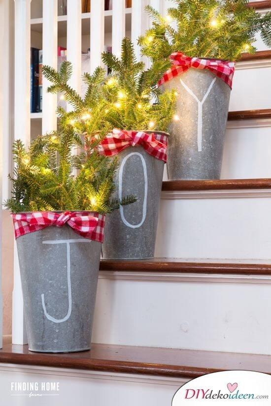 Weihnachtsdeko Ideen mit Lichterketten-Terrasse dekorieren