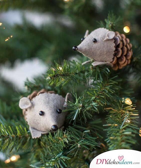DIY Weihnachtsdeko Bastelideen mit Tannenzapfen-Igel basteln