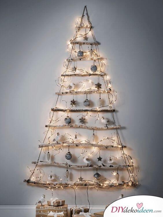 Weihnachtsdeko Ideen mit Lichterketten-Zweige dekorieren mit Christbaumschmuck