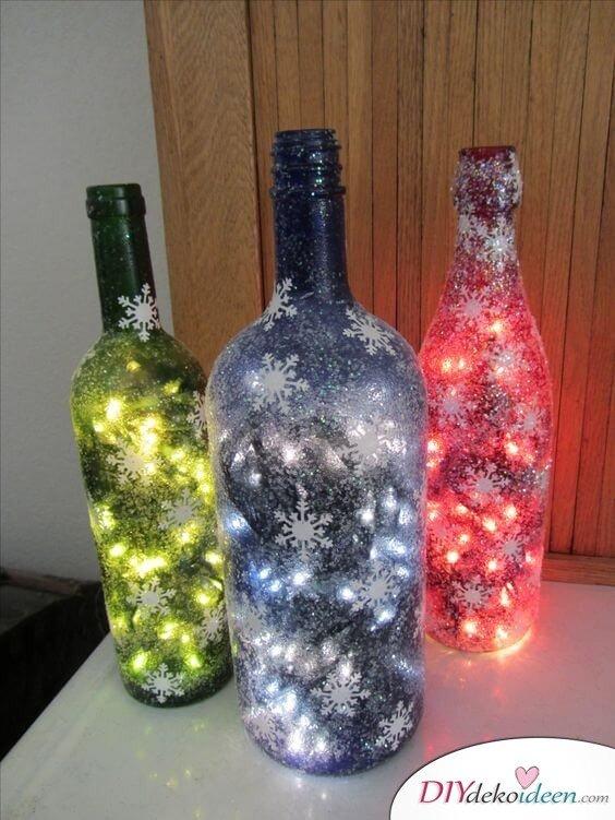 DIY Weihnachtsdeko Bastelideen mit Weinflaschen, Leuchtende Glasflaschen mit Lichterketten