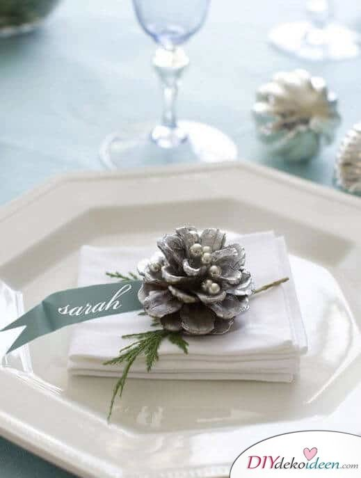 DIY Weihnachtsdeko Bastelideen mit Tannenzapfen-Platzkarten zu Hochzeit oder zum Weihnachtsfest selber machen