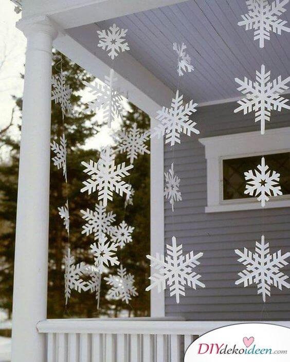 Schneeflockengirlande basteln, Schneeflocken Origarmi, aus Papier falten