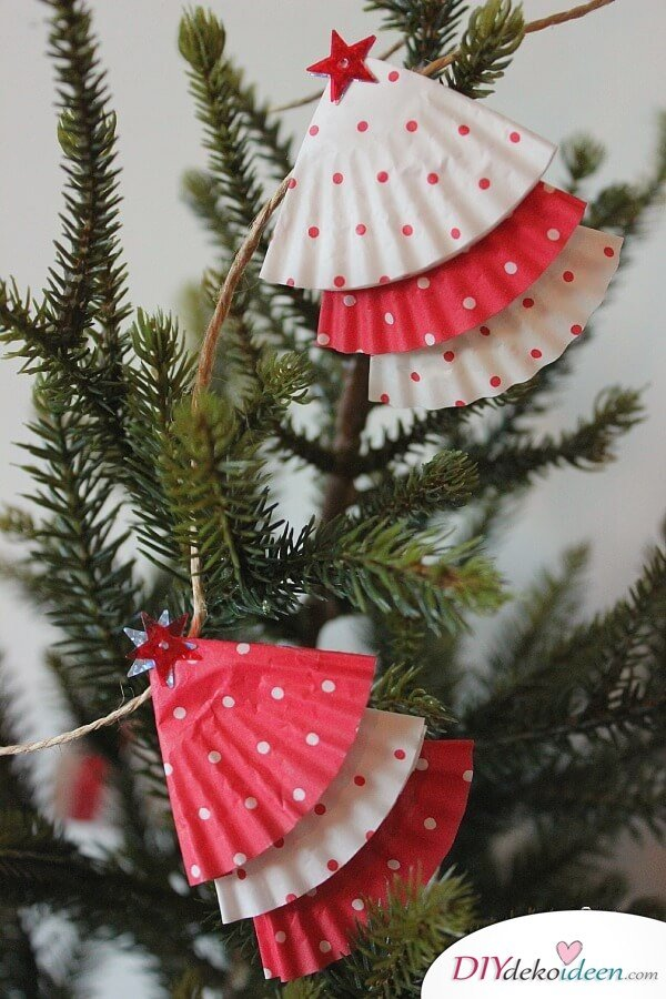 DIY christmas craft ideas garland made from muffin paper