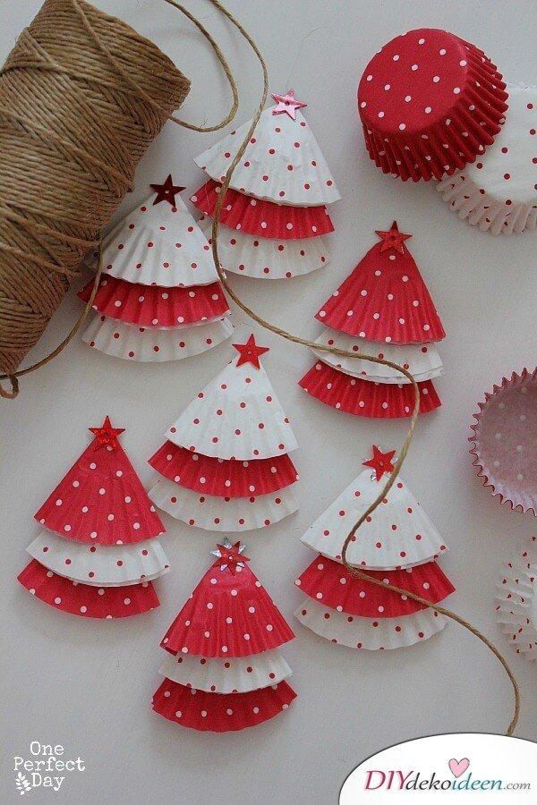 DIY Bastelideen aus Papier zu Weihnachten, Girlande aus Muffinpapier