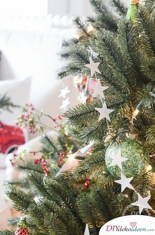 DIY Ideen aus Papier, Weihnachtsdeko Bastelideen, Sternengirlande basteln, Girlande aus Sternen