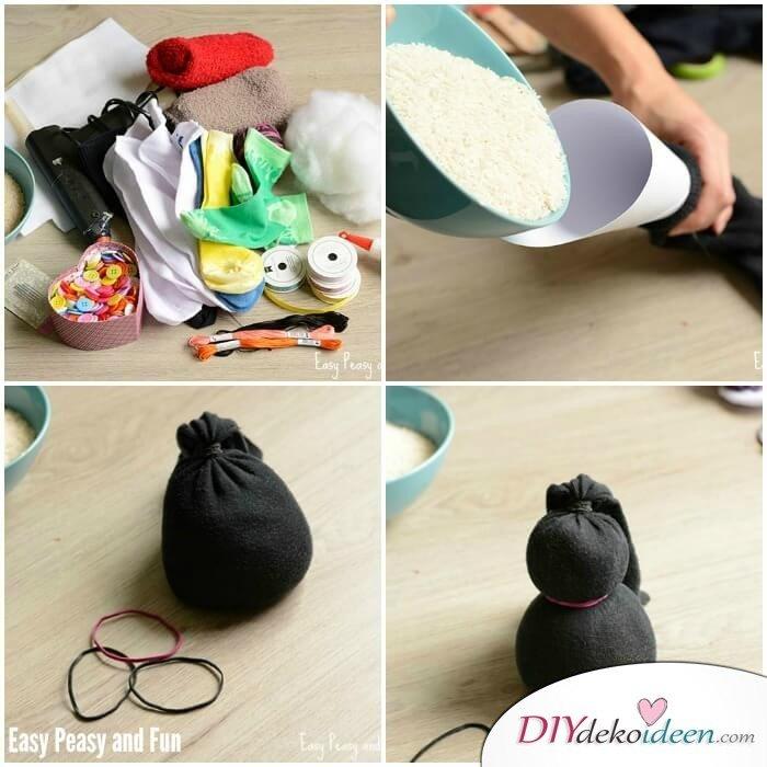 DIY Bastelideen für Weihnachtsbasteln mit Kindern-Socken mit Reis füllen