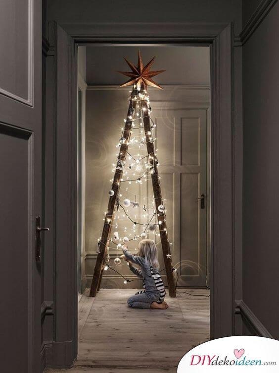 Weihnachtsdeko Ideen mit Lichterketten-Leiter dekorieren mit Christbaumschmuck