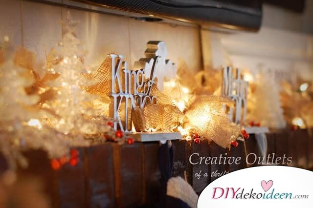 Weihnachtsdeko Ideen mit Lichterketten-Girlande aus Sackleinen basteln