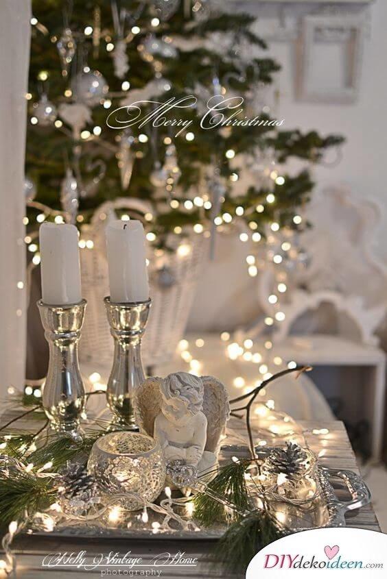 Weihnachtsdeko Ideen mit Lichterketten-Tischdeko mit silbernen Kerzen und Lichterketten
