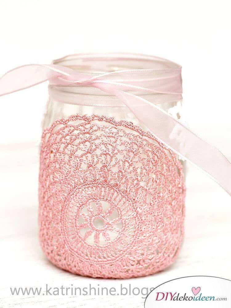Deko-Kerzenhalter selber machen mit Marmeladenglas und Spitze, Einzweckgläser Bastelideen