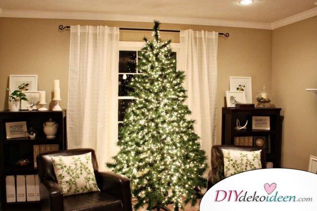 Weihnachtsdeko Ideen mit Lichterketten-Weihnachtsbaum schmücken mit Lichterketten