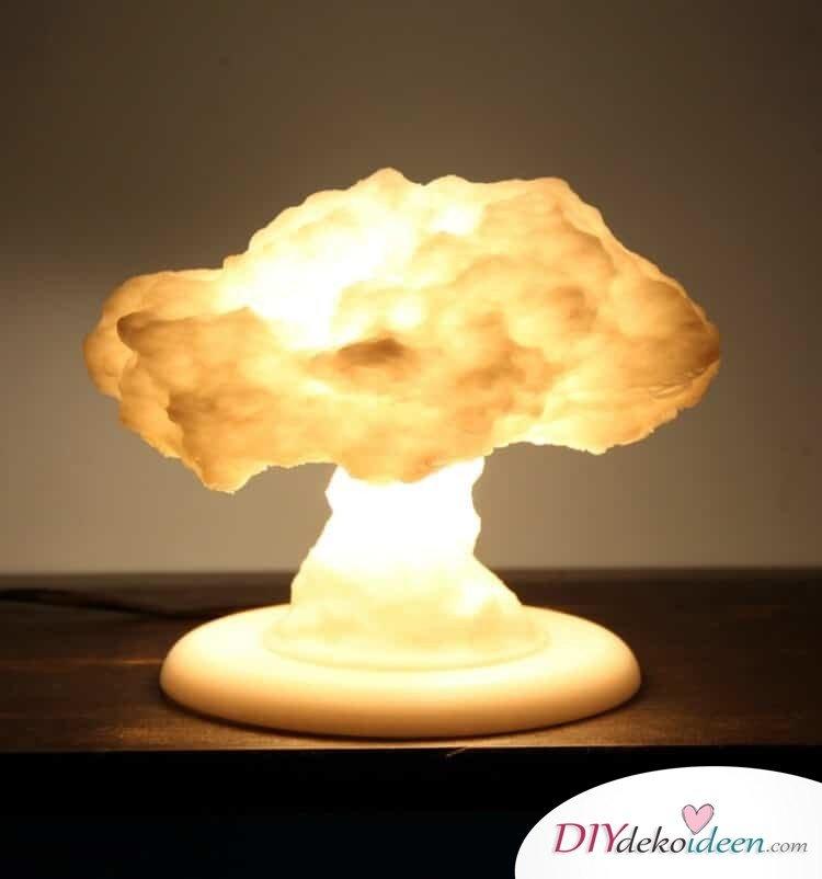 DIY Deko-Hängelampe, DIY Deko Hängelampe basteln, Bastelidee mit Watte, Wolkenlampe, leuchtende Wolke