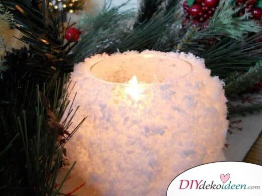Deko-Kerzenhalter selber machen, Kerzenglas als Schneeball, mit Kunstschnee, Weihnachtslicht