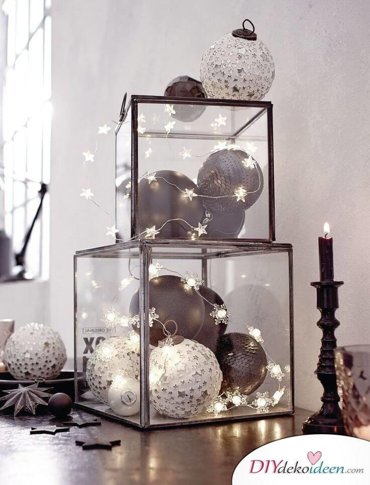Weihnachtsdeko Ideen mit Lichterketten-Glasdeko mit Weihnachtskugeln