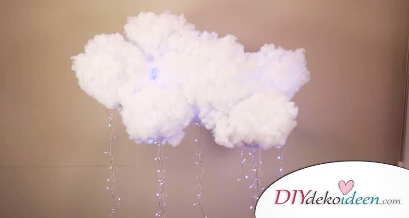 DIY Deko Hängelampe basteln, Bastelidee mit Watte, Wolkenlampe, leuchtende Wolke