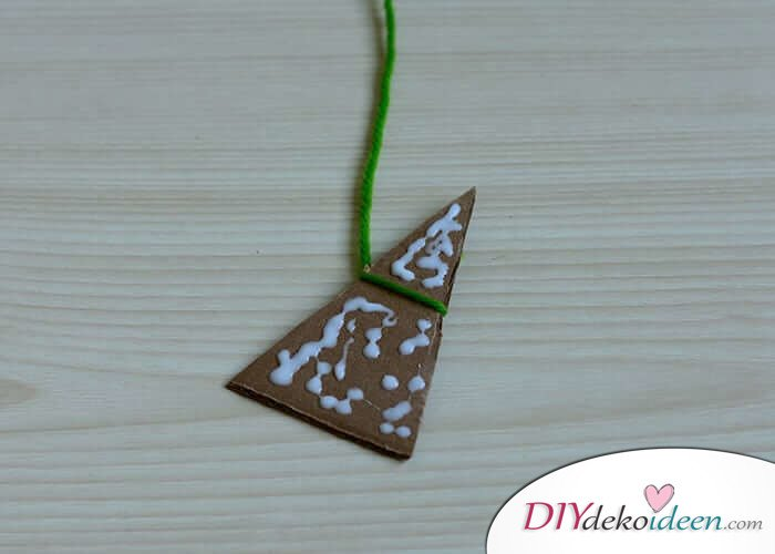 DIY Bastelideen für Weihnachtsbasteln mit Kindern, Geschenke selber machen, Weihnachtsbaum-Schmuck, Deko aus Pappe und Faden basteln