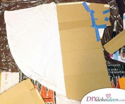 DIY T-shirt basteln - Kartonpapier verwenden