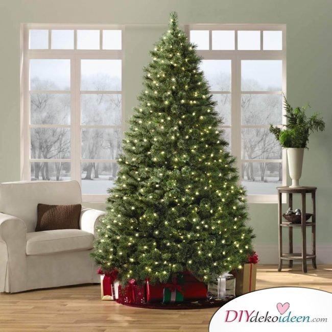 Weihnachtsdeko Ideen mit Lichterketten-Weihnachtsbaum schmücken ohne Kugeln