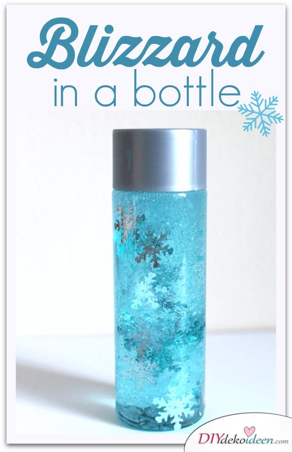DIY Weihnachtsdeko Bastelideen mit Weinflaschen, Glitzerflasche mit Glitzerklebstoff und Wasser