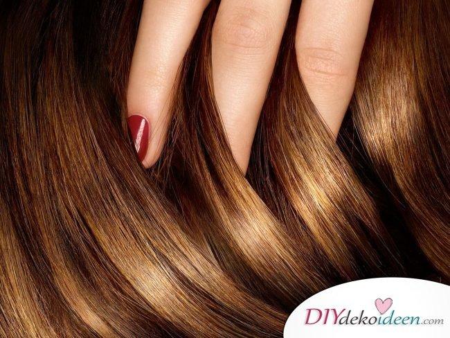 Haare pflegen mit natürlichen DIY Hausmitteln - Haare mit lauwarmem Wasser waschen