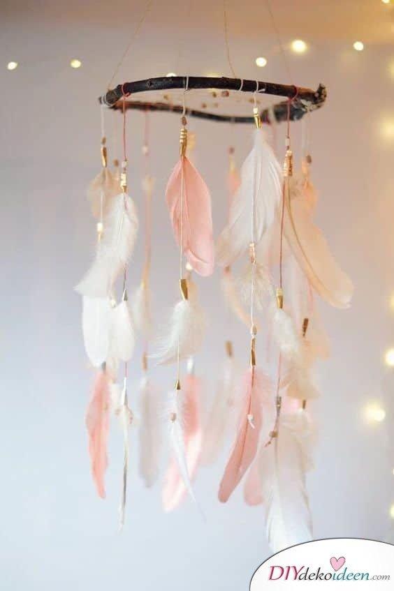 Traumfänger DIY Geschenkidee mit rosanen Federn