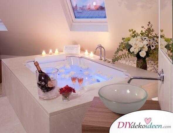 Wellness zu Hause: romanisches Bad zum Valentinstag - Rosen, Kerzen, Champagner