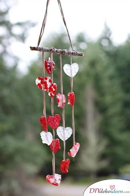 Windspiel aus Herzen - DIY Bastelidee zum Valentinstag