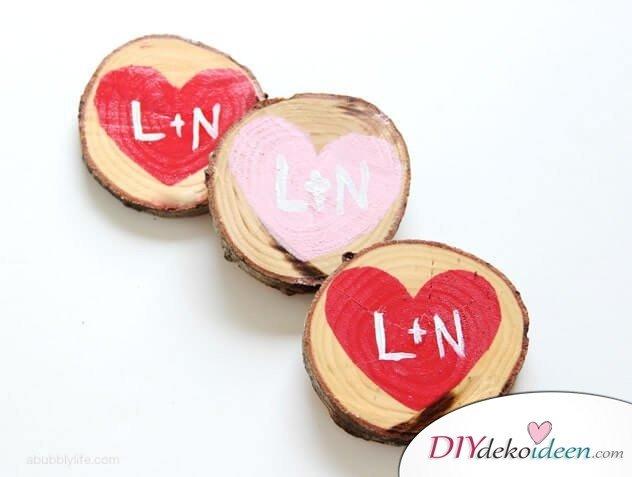 Romantische Untersetzer aus Holz - DIY Geschenk zum Valentinstag