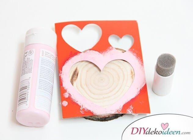 Romantische DIY Untersetzer aus Holz - Valentinstagsgeschenk