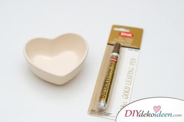 DIY Valentinstagsgeschenk - Schälchen mit goldenem Muster