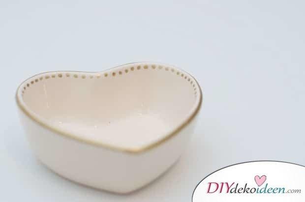 Schälchen mit goldenem Muster - DIY Valentinstagsgeschenk