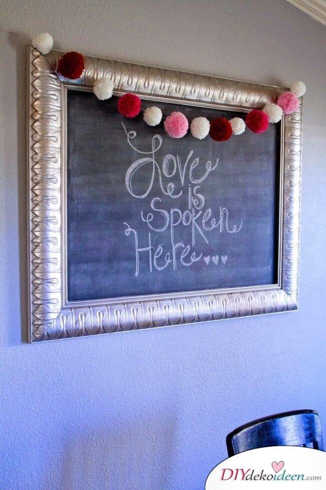 Valentinstagsgeschenk - DIY Puschel-Girlande aus Garn