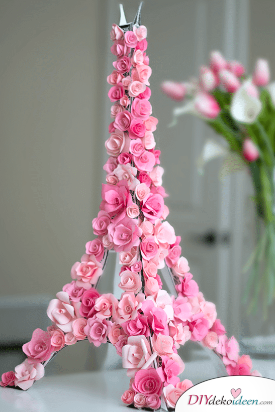 Paris Deko mit pinken Blumen - DIY Eiffelturm