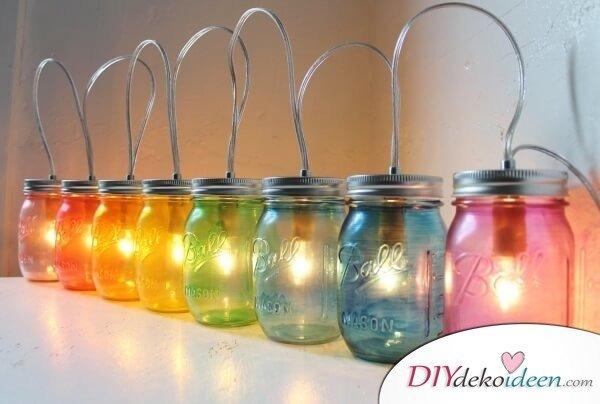 Bunte DIY Lichterkette mit Einweckgläsern