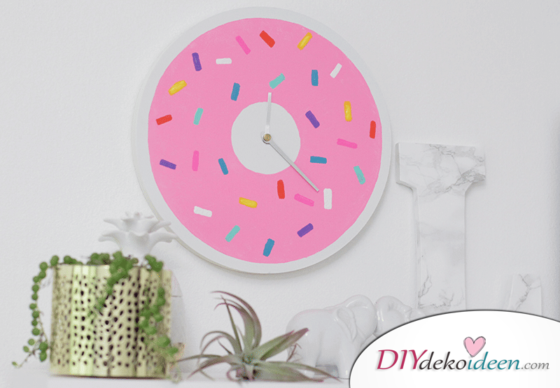 lustige Donut-Wanduhr selber machen - DIY Wanddeko