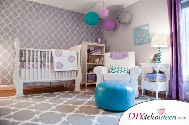 Wand Streichen Ideen Schablone Muster Babyzimmer Lila Weiss Tuerkis