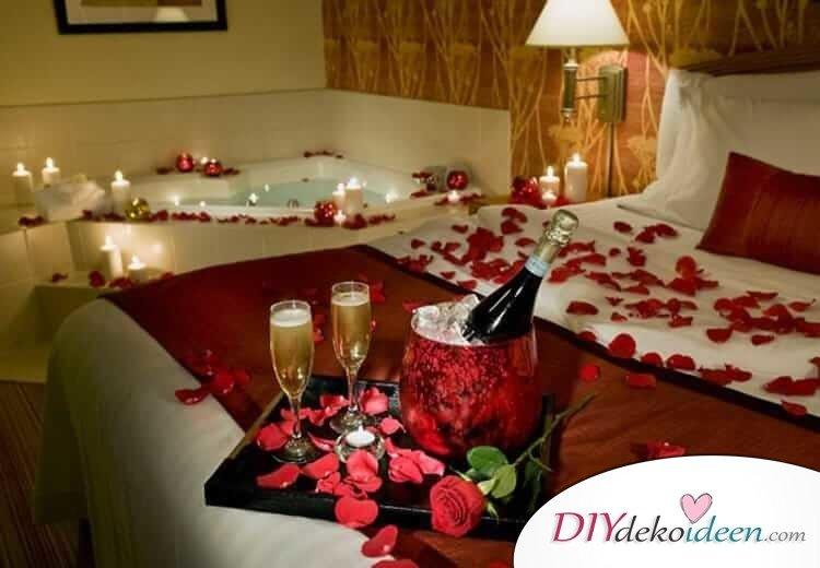 DIY Schlafzimmer Deko-Ideen zum Valentinstag: romantisches Wellness-Schlafzimmer mit Rosenblättern