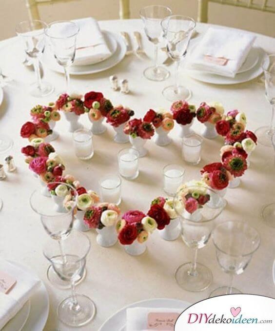 Tischdeko Ideen mit kleinen Blumenstraussen