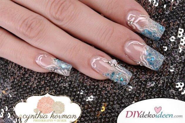 DIY Ideen für schöne Nägel zu Fasching - Eiskönigin-Maniküre