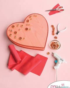 DIY LastMinuteGeschnekidee- Geschmückte Valentinstagsbox