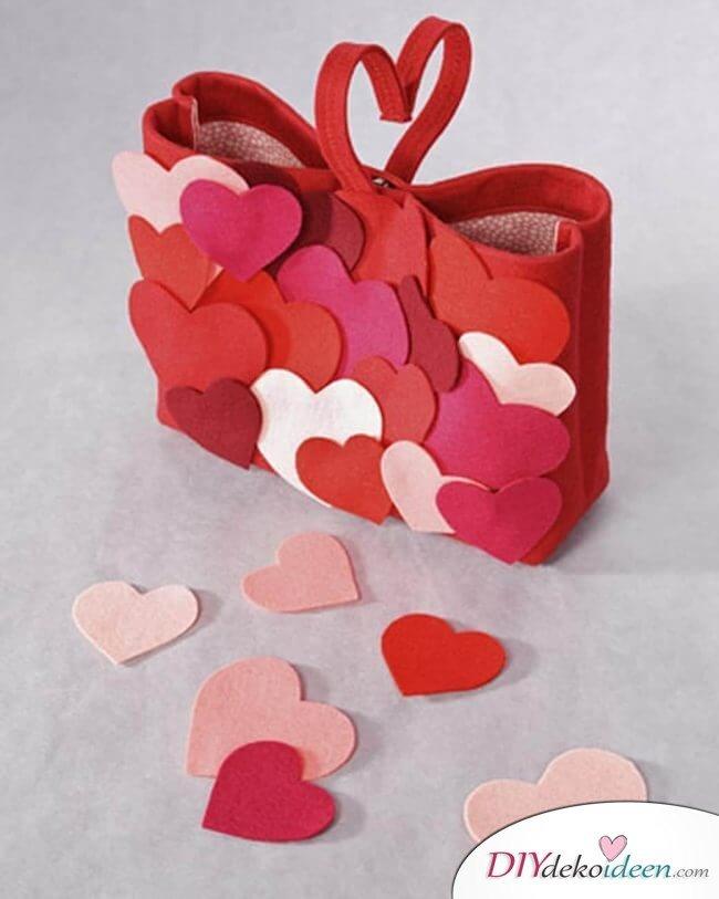 Filztüte mit Herzchen - DIY Last Minute Valentinstag Geschenke