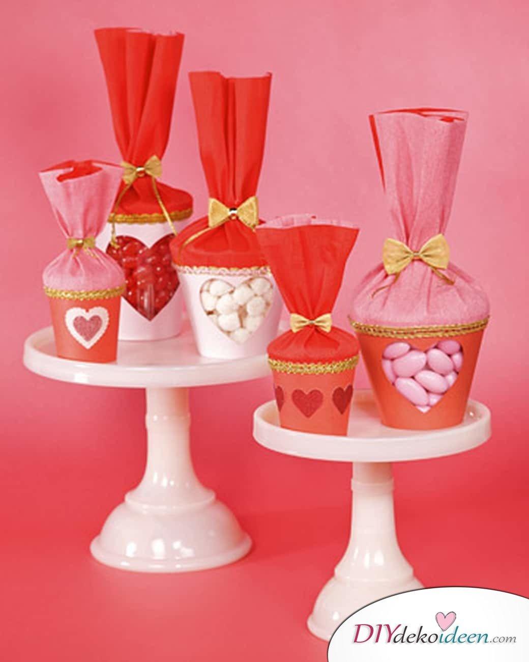 Süßigkeiten-Becher zum Valentinstag - DIY Bastelideen