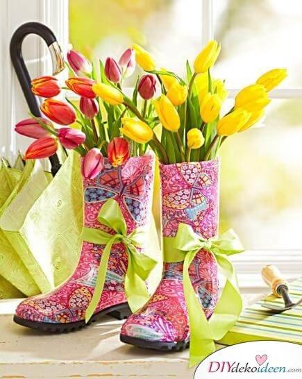 DIY Frühjahrsdeko-Ideen - Farbenfroher Strauß in Gummistiefeln