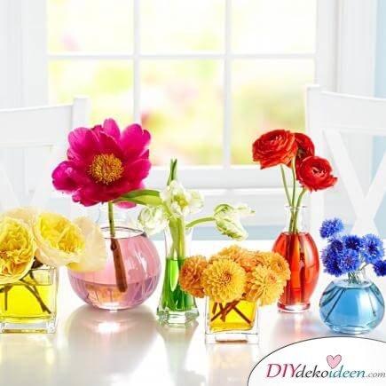 DIY Frühjahrsdeko-Ideen - Bunte Gläser