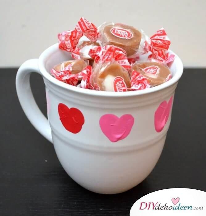 Süße Daumendruck-Tasse - DIY Bastelidee zum Valentinstag