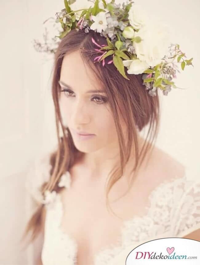 Brautfrisur mit Blumengesteck - Lockerer Seitenzopf