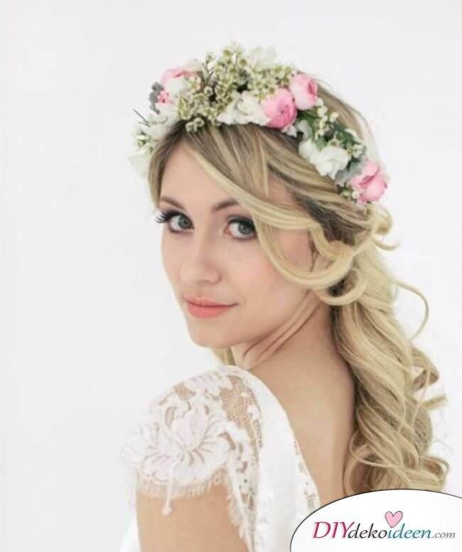 Brautfrisur mit Blumengesteck - Romantische Locken