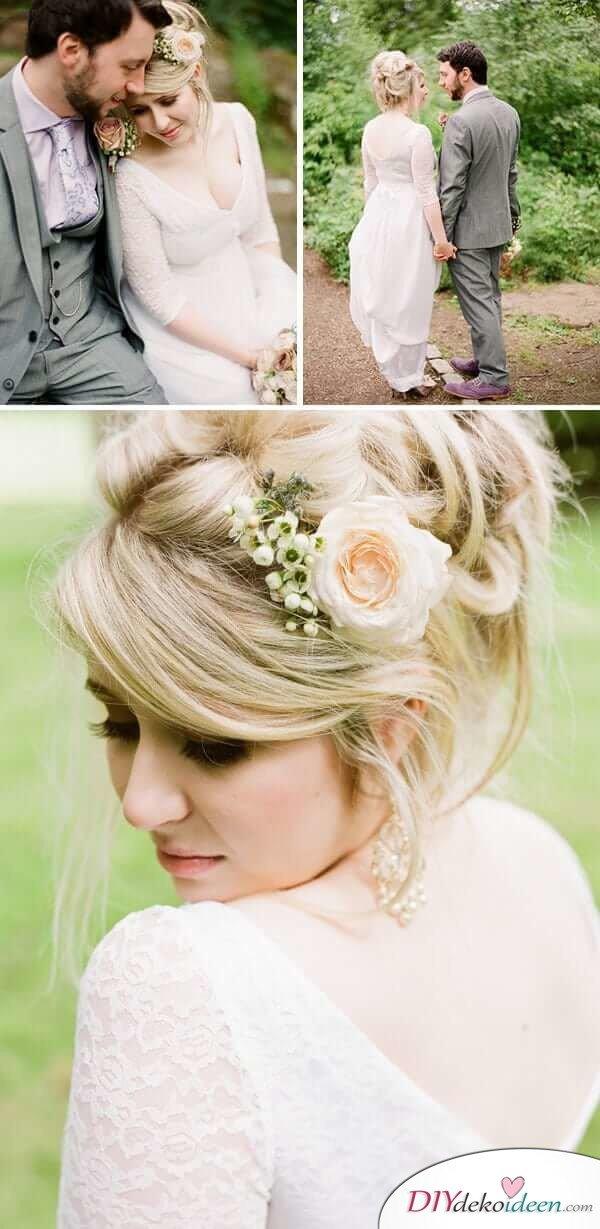 Brautfrisur mit Blumengesteck - Halb eingeflochtener Zopf